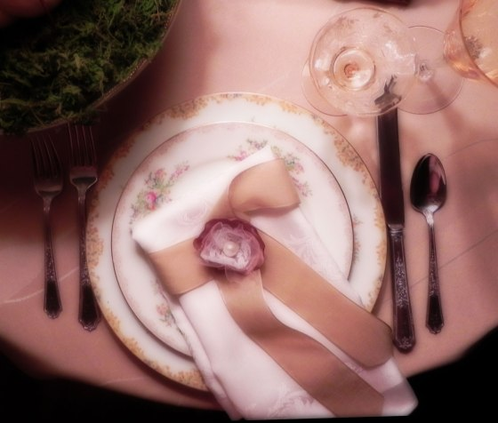 diffused-vintage-place-setting-with-pearl-napkin-ring